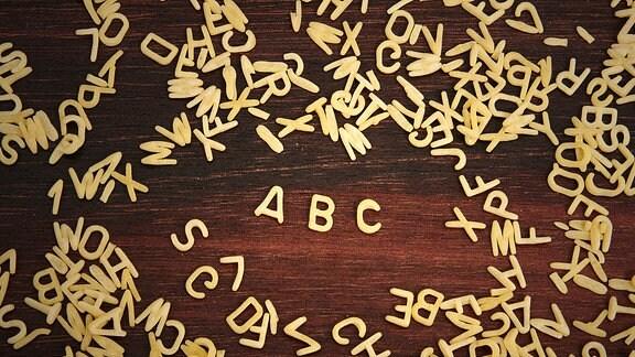 Buchstabennudeln