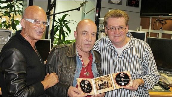 City (in der Mitte Tony Krahl, links Fritz Puppel) mit MDR THÜRINGEN-Moderator Andreas Kallwitz