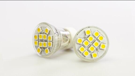 Zwei LED-Glühbirnen