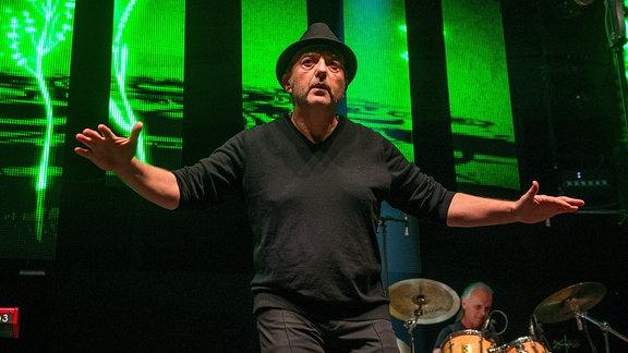 DDR-Rocker André Herzberg von Pankow bei den Traumhits 2017 in der Messe Erfurt