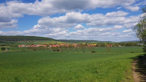 Blick auf ein Dorf