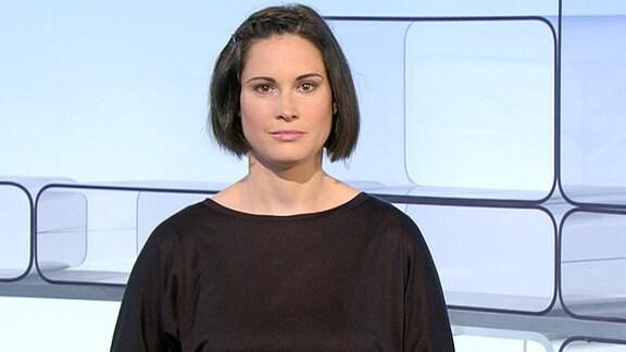 "Frau mit dunklem Haar im ""MDR um 11""-Studio"