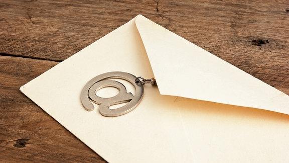 Briefumschlag mit einem @-Symbol