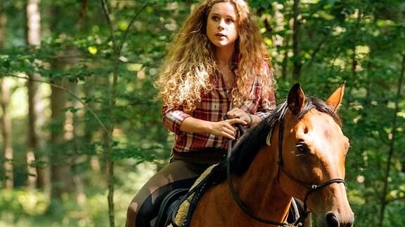 Klara Deutschmann auf einem Pferd