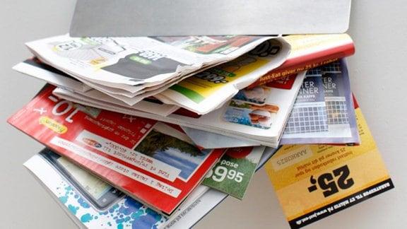 Werbung in einem Briefkasten.