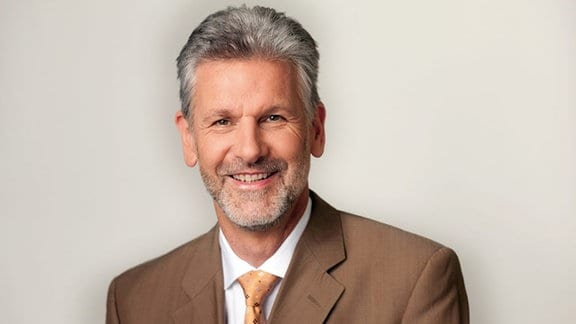 "MDR um 4 Rechtsexperte Gilbert Häfner, Experte zum Thema ""Alles rechtens?""."