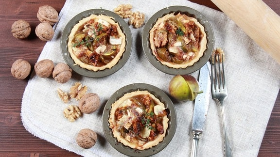 Feigentörtchen mit Camembert und süßen Walnüssen
