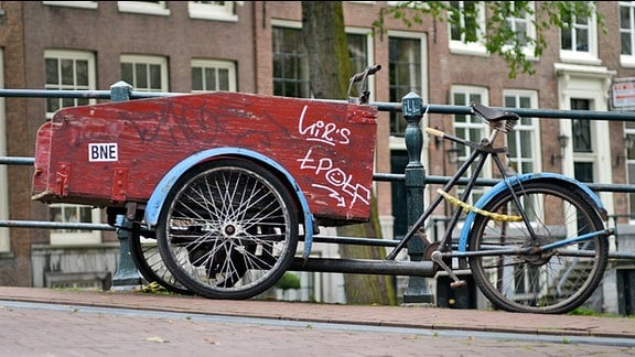 Bakfiets - traditionelles Lastenrad in Amsterdam