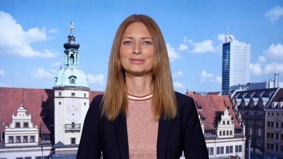 Claudia Reiser, mdrFRAGT-Redakteurin, während eines Interviews.