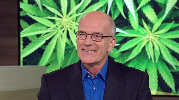 Dr. Thomas Dietz, Facharzt für Innere Medizin, lächelt während eines Gespräches.