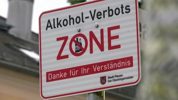 """Ein Schild mit der Aufschrift """"Alkoholverbotszone""""."""