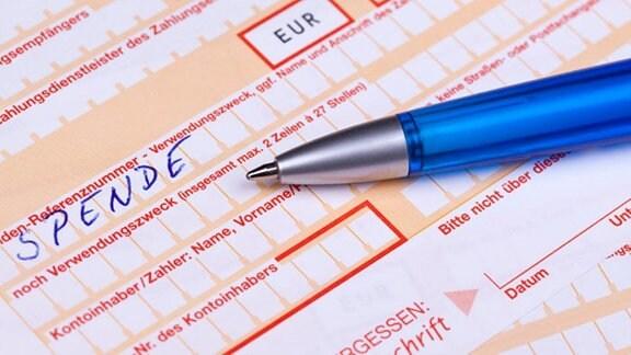Ein Überweisungsformular in dem das Wort Spende eingetragen ist.