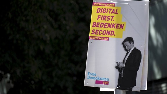 FDP Wahlplakat Digital first. Bedenken second