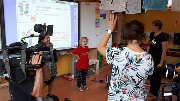 Die sechsjährige Anna besucht eine bilinguale Schule in Erfurt.