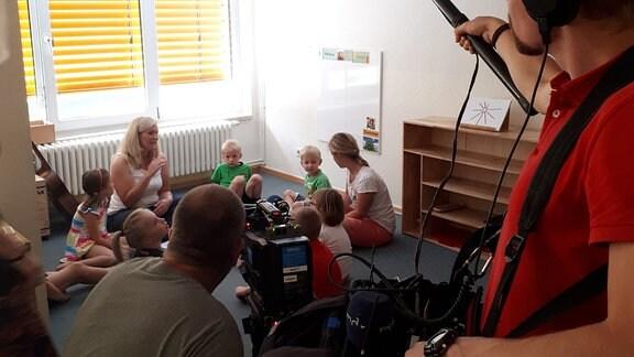 Der vierjährige Erwin ist das einzige gehörlose Kind in seiner Kita.