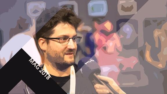 Andreas Suika beim Interview; Schriftzug MAG 2018