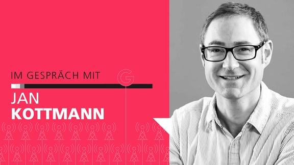 """Auf die linken Seite des Bildes steht der Schriftzug """"Im Gespräch mit Jan Kottmann"""". Auf der rechten Seite ein schwarz-weiß Portrait von Jan Kottmann."""