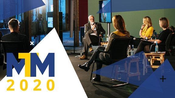 Foto der Podiumsdiskussion mit dem Logo der Medientage Mitteldeutschland.