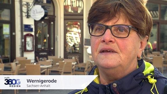 Frau in Wernigerode, Sachsen-Anhalt.