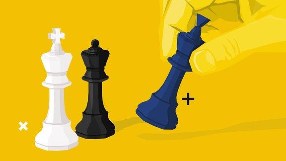 Zwei Schachfiguren stehen, eine weitere wird von einer Hand hinzugefügt.