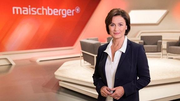 Logo der Sendung maischberger sowie die Moderatorin Sandra Maischberger