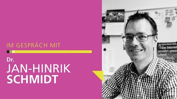 Ein Portrait von Dr. Jan-Hinrik Schmidt in Schwarz-Weiß auf der rechten Seite, links der Text: Im Gespräch mit Dr. Jan-Hinrik Schmidt.