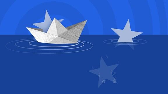 Ein Boot aus zeiung gefaltet schwimmt auf dem Wasser. Außerdem Sterne der EU-Flagge.