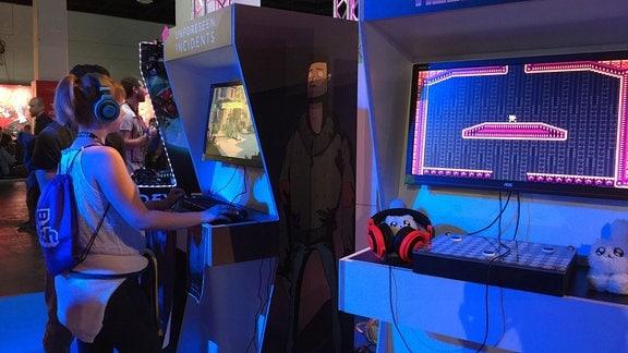 In der Indie Arena Booth können Entwicklerstudios und Newcomer auf über 1000m2 ihre Spiele vorstellen – wie z.B. Backwoods Entertainment aus Bochum.