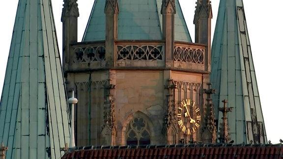 Erfurter Dom, Teilausschnitt mit Uhr und Türmen