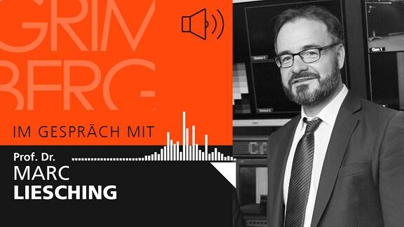 """Auf der rechten Seite ist ein Portrait in schwarz weiß von Marc Liesching abgebildet. Auf der linken Seite steht """"Im Gespräch mit Prof. Dr. Marc Liesching""""."""