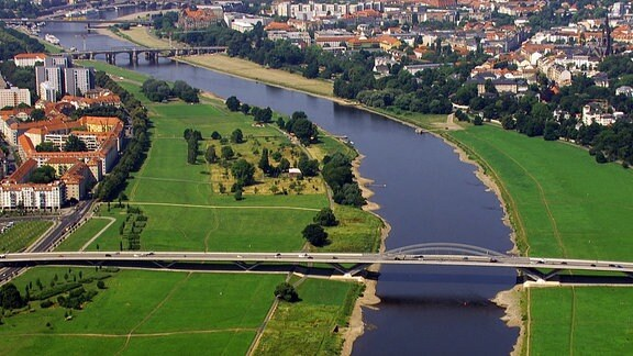 Waldschlösschenbrücke in Dresden von oben