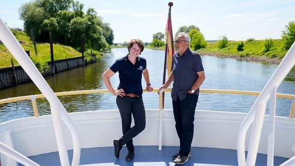 Die Arbeit auf der Elbe bei Dömitz (Mecklenburg-Vorpommern) bedeutet Carina Heckert alles: Sei es als Fährkapitänin, wo sie tagtäglich Pendelnde und Reisende in Lenzen quer über die Elbe