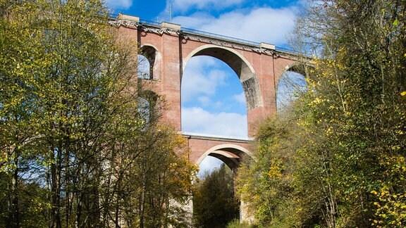 Die Elstertalbrücke bei Pöhl.