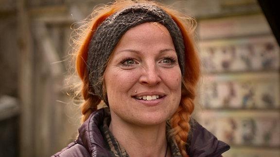 Neues von der Falknerei am Rennsteig: Portrait der Falkneranwärterin Martina