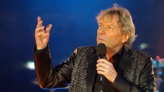 Bernhard Brink singt.