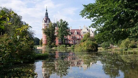Das im Jahr 1520 erbaute Schloss im Fürst-Pückler-Park
