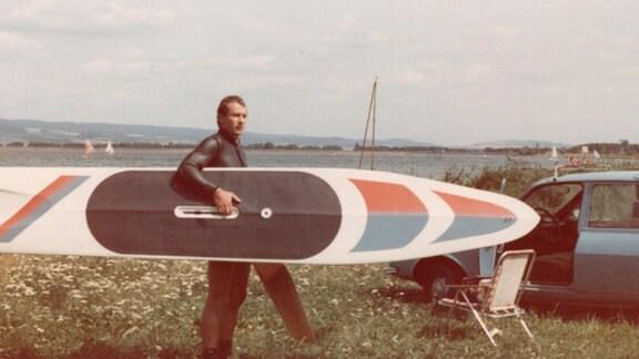 Frank Sievers mit Surfbrett
