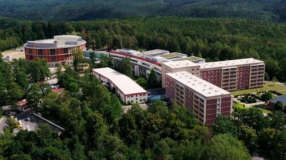 Blick auf die Waldkliniken in Eisenberg