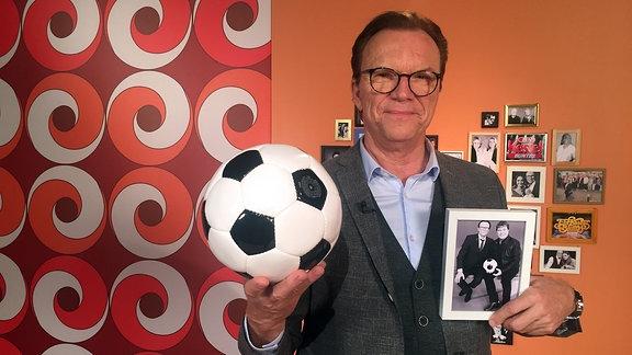 Lippi im Studio mit Fußball Schöbelfoto
