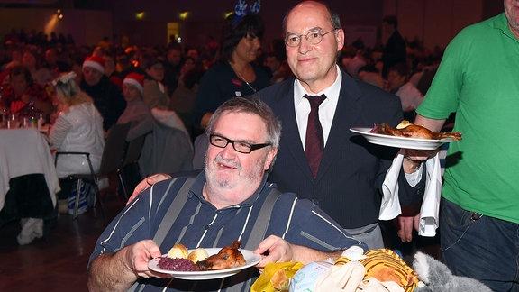 Gregor Gysi auf Frank Zander Weihnachsfeier für Obdachlose und Hilfsbedürftige