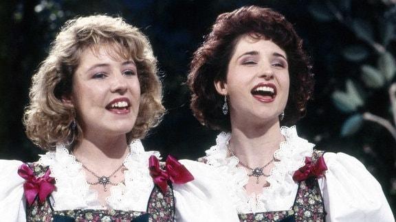 Die singenden Geschwister Alexandra und Anita Hofmann, Deutschland 1990er Jahre.