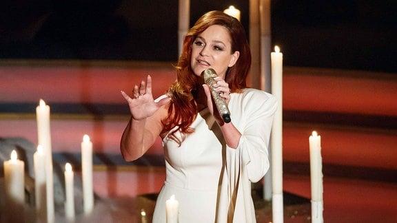 Sängerin Andrea Berg während der ARD Fernsehshow ''Das Adventsfest der 100.000 Lichter'' am 02.12.2017 im Congress Center Suhl.