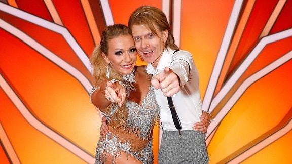 John Kelly und seine Profi Tanzpartnerin Regina Luca bei der Let s Dance