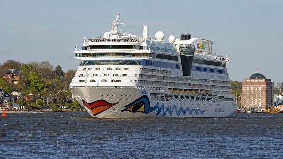 Kreuzfahrtschiff AIDAluna im Hamburger Hafen