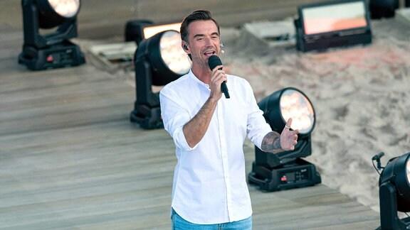Florian Silbereisen steht auf der Bühne zur großen Schlagerstrandparty zu seinem 40. Geburtstag.