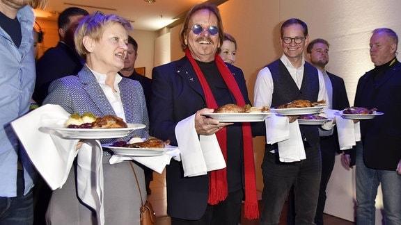 Renate Künast, Frank Zander und Michael Müller bei Frank Zanders Weihnachtsfeier für Obdachlose und Bedürftige, 2018