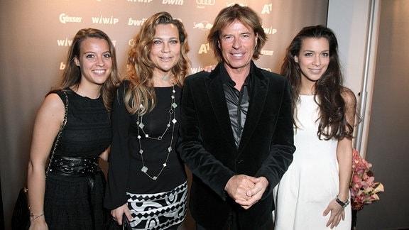 Hansi Hinterseer mit Frau und Kindern.