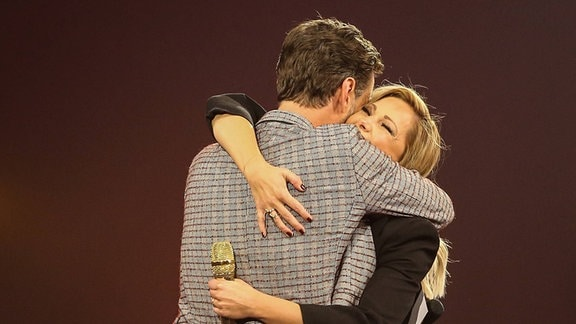 Helene Fischer umarmt Florian Silbereisen