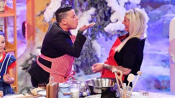 Kerstin Ott mit Lebenspartnerin Karolina Köppen in einer TV-Show, 2019