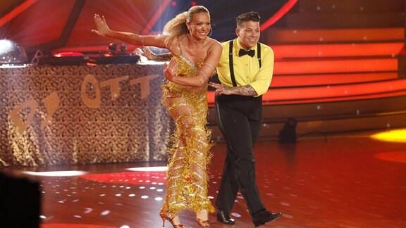 Kerstin Ott und Regina Luca in der 4. Live-Show der 12. Staffel der RTL-Tanzshow Let s Dance.
